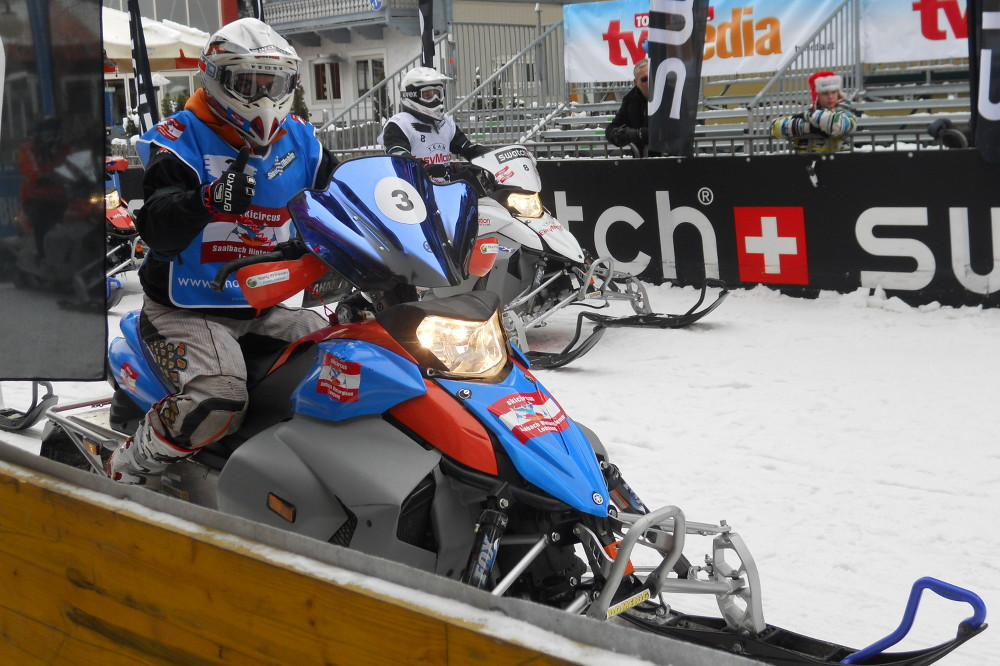 Snow Mobile; Saisonstart in Saalbach